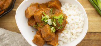 Tempeh with spicy peanut sauce